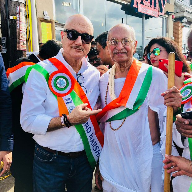Anupam Kher hoists India's National flag at United Nations Headquarters in New York!