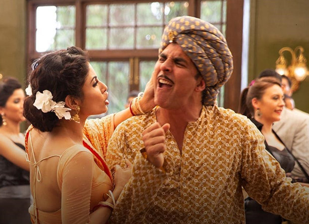 Gold: When Mouni Roy SLAPPED Akshay Kumar and he made her CRY (watch BTS video)