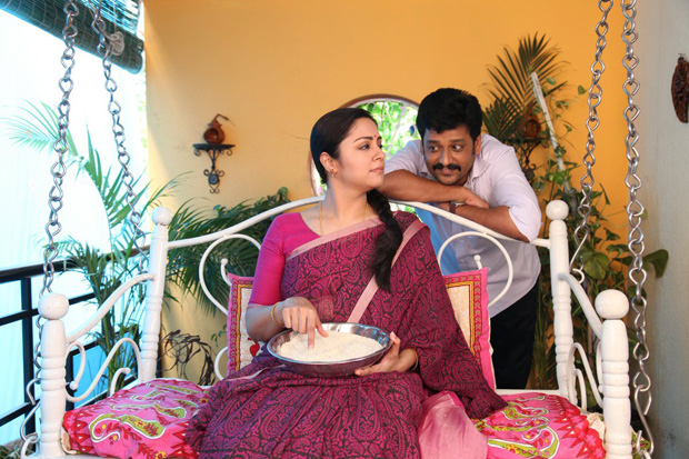 Tumhari Sulu remake: Jyothika impresses with her simplicity in Kaatrin Mozhi [see pics]