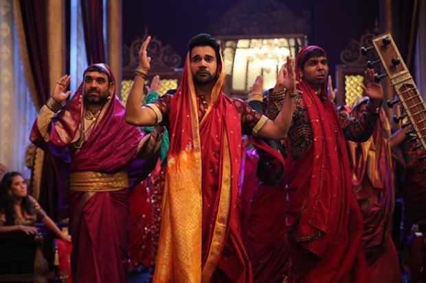 WHOA! Rajkummar Rao dresses up in a saree for Stree