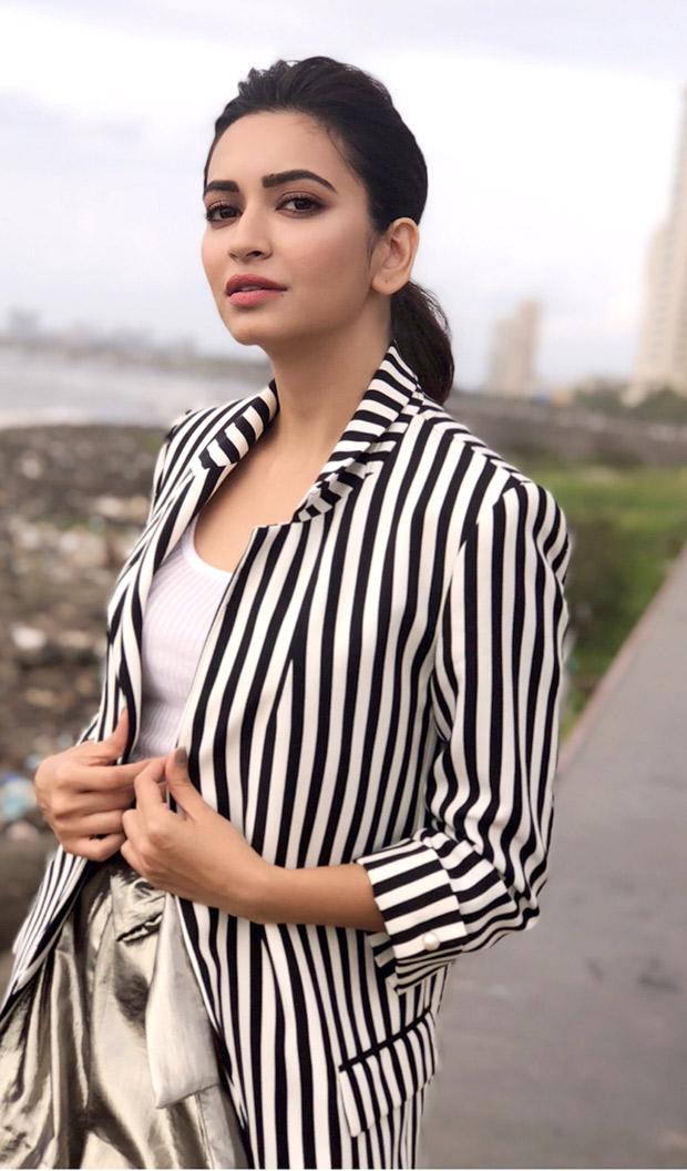 Kriti Kharbanda in Forever 21 and Zara for a salon opening in Mumbai (2)