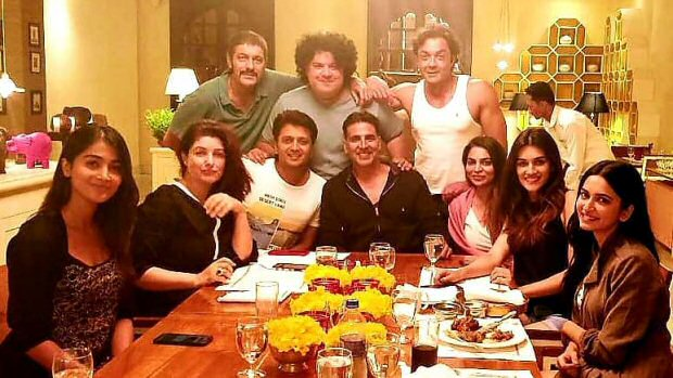 HOUSEFULL 4: When the team of Akshay Kumar, Kriti Sanon, Bobby Deol and others dined together