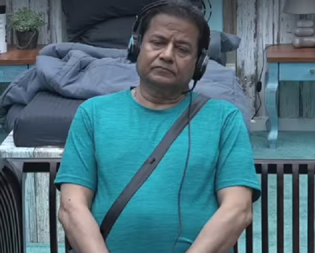 Bigg Boss 12 Anup Jalota ANGRY with Jasleen Matharu for getting cozy with Shivashish, Surbhi Rana calls out her double standards (watch video)