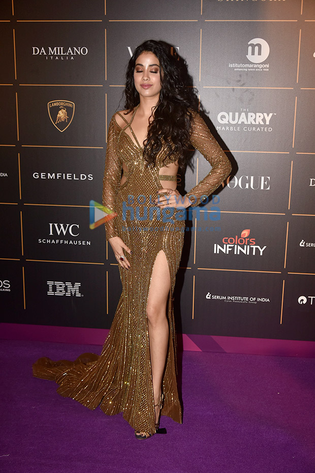 Janhvi Kapoor in Falguni and Shane Peacock for Vogue Women of the Year Awards 2018 (3)