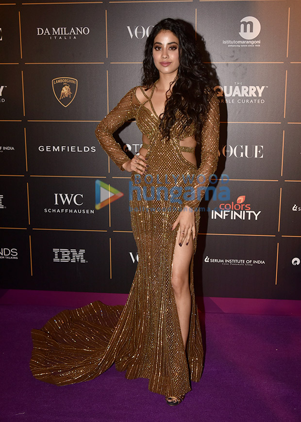 Janhvi Kapoor in Falguni and Shane Peacock for Vogue Women of the Year Awards 2018 (5)