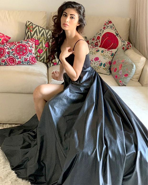 Mouni Roy in Swapnil Shinde (6)
