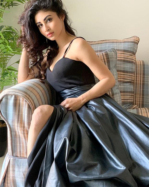 Mouni Roy in Swapnil Shinde (9)