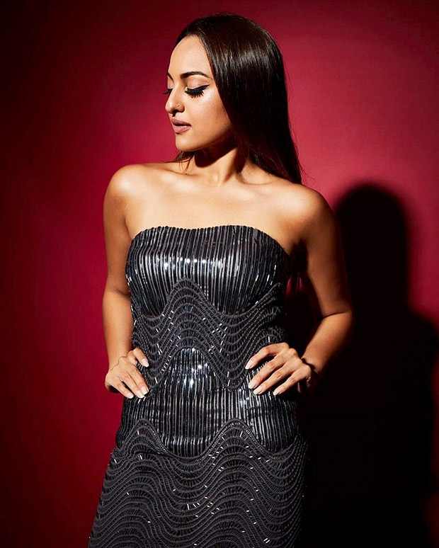 Sonakshi Sinha in Amit Aggarwal for Elle Beauty Awards 2018 (5)