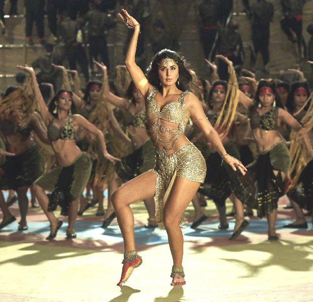 Thugs Of Hindostan Katrina Kaif sizzles in her glamorous avatar in 'Manzoor E Khuda'