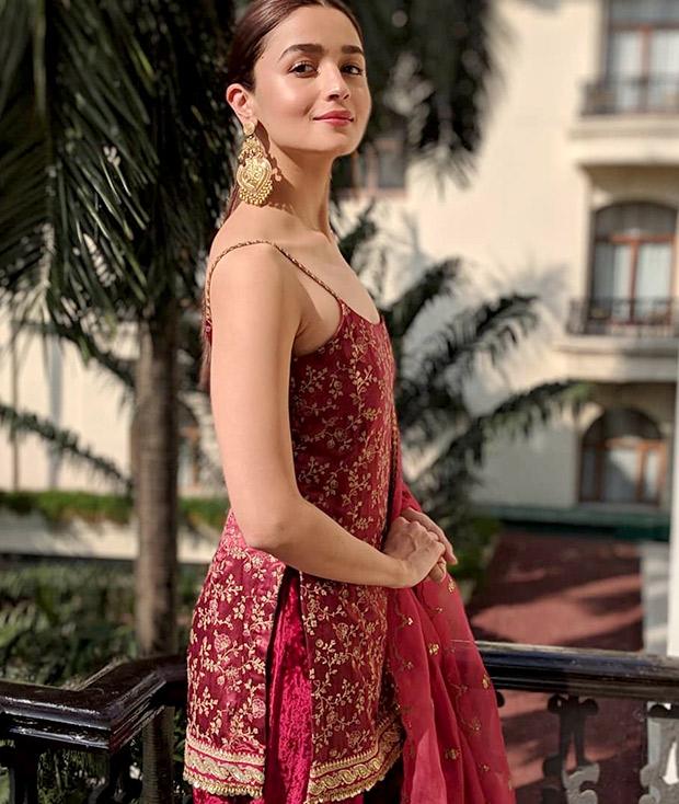 Alia Bhatt in Sabyasachi for the Kolkata Film Festival (3)