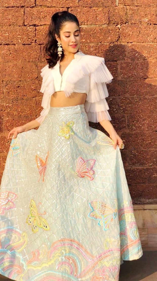 Janhvi Kapoor in Abu Jani Sandeep Khosla Couture for IFFI 2018 Goa (3)