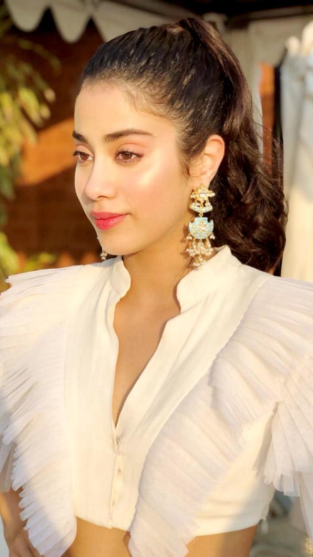 Janhvi Kapoor in Abu Jani Sandeep Khosla Couture for IFFI 2018 Goa (6)