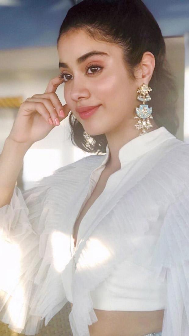 Janhvi Kapoor in Abu Jani Sandeep Khosla Couture for IFFI 2018 Goa (7)