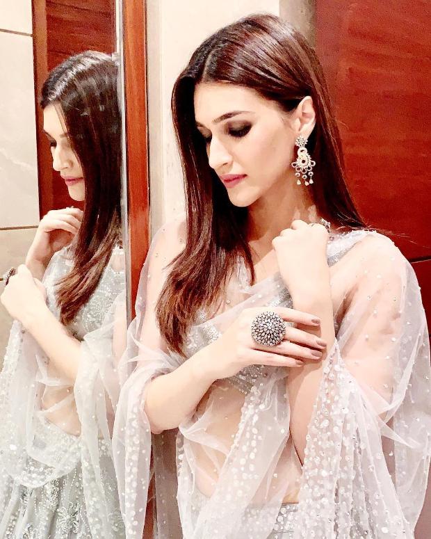 Kriti Sanon in Zara Umrigar for her best friend's wedding in Delhi (6)
