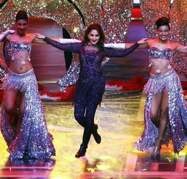 Madhuri Dixit pays tribute to late Sridevi with a stunning performance on 'Hawa Hawai' at Lux Golden Rose Awards 2018