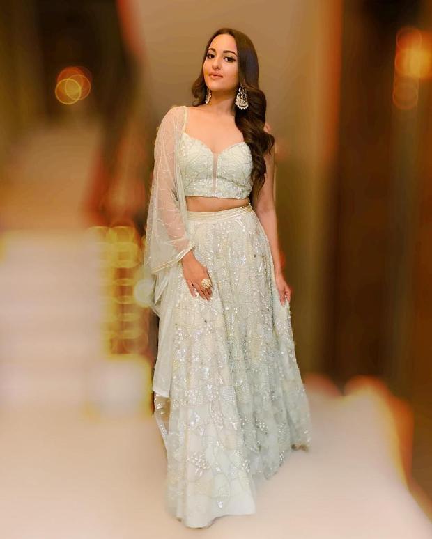 Sonakshi Sinha in Zara Umrigar for Diwali 2018 bash (1)
