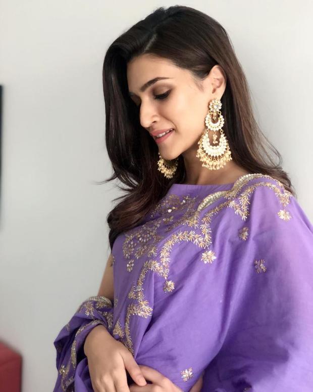 Kriti Sanon in Sukriti and Aakriti for Diwali 2018 bash (2)