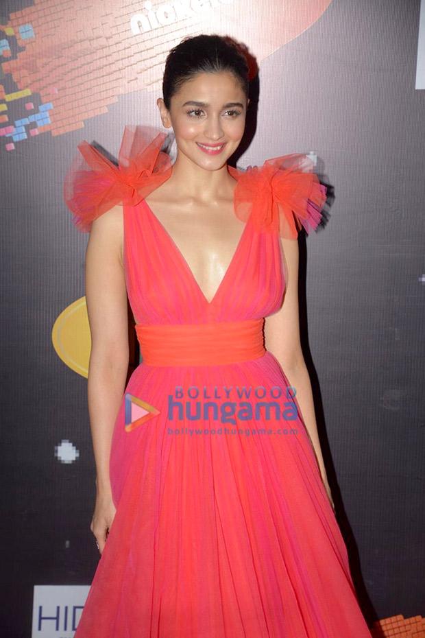 Alia Bhatt in Gauri and Nainika for Nickleodeon Kids Choice Awards 2018 (3)