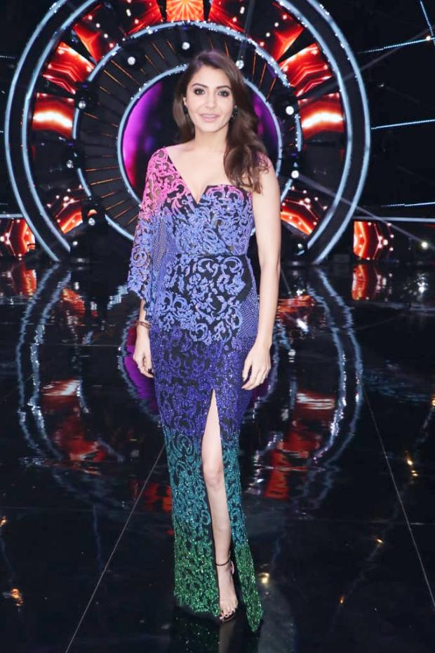 Anushka Sharma in Monisha Jaising for Zero promotions on Indian Idol 10 (4)