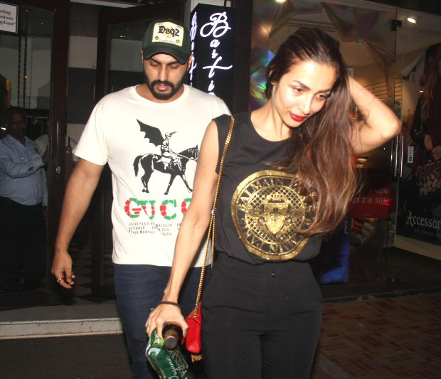 Arjun Kapoor and Malaika Arora play it COOL in front of the paps, post dinner DATE (see viral pics and video)