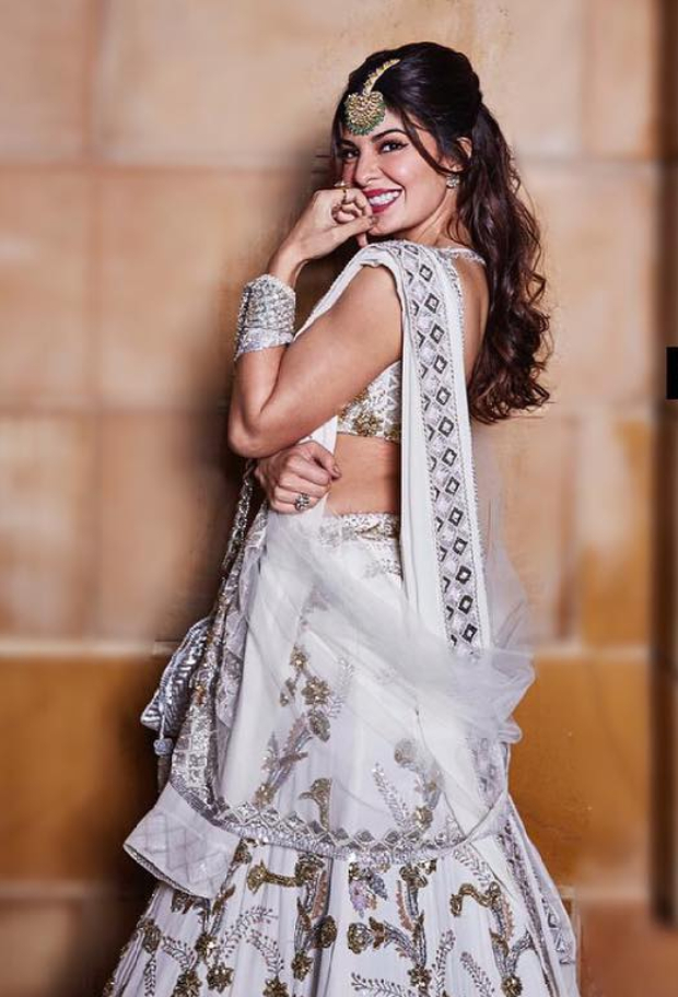 Jacqueline Fernandez in Manish Malhotra Couture for Isha Ambani sangeet (3)