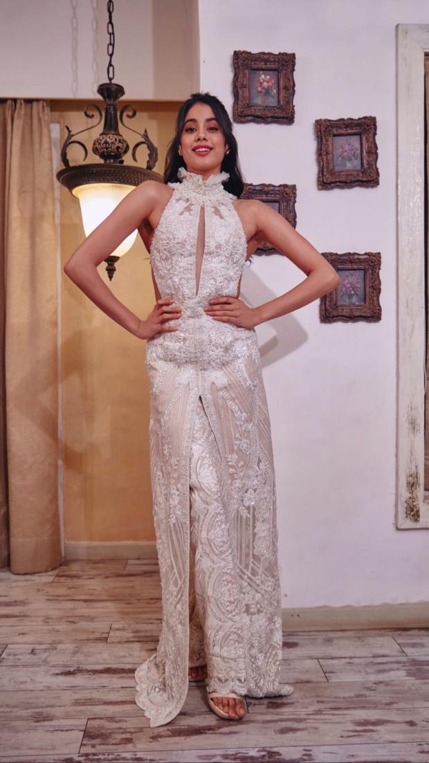 Janhvi Kapoor in Faraz Manan for Lokmat Most Stylish Awards 2018 (1)