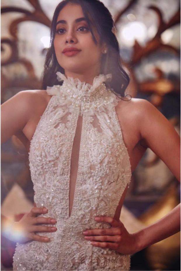 Janhvi Kapoor in Faraz Manan for Lokmat Most Stylish Awards 2018 (3)