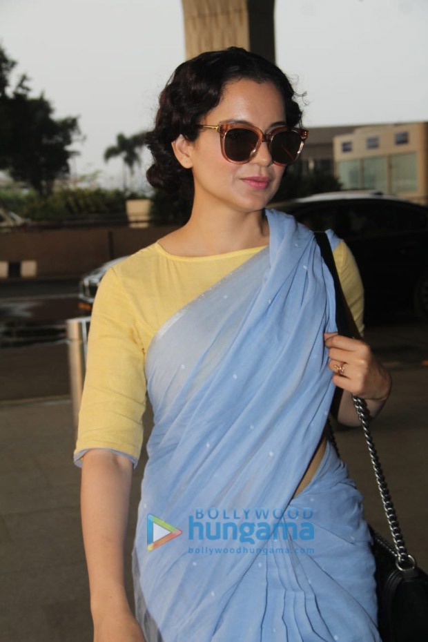 Kangana-Ranaut-in-Runaway-Bicycle-at-the-airport-(3)