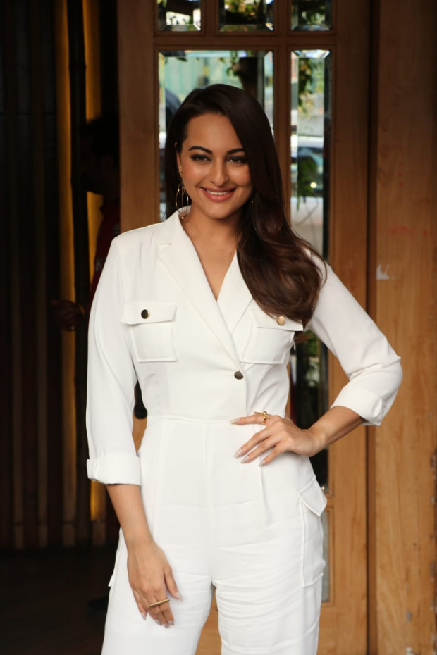 Sonakshi Sinha in Storets jumpsuit for an interview taping (4)