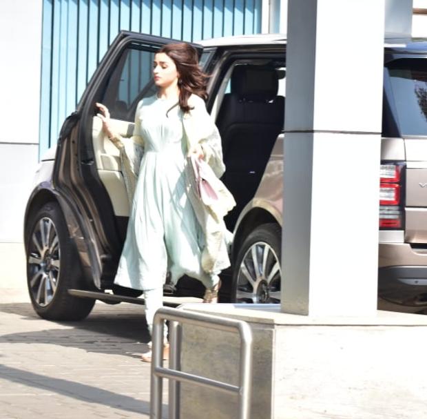 Alia Bhatt in Manish Malhotra ensemble (1)