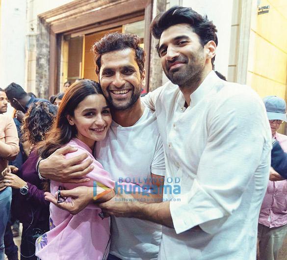 Alia Bhatt, Aditya Roy Kapur and Abhishek Varman wrap up Kalank with wide smiles