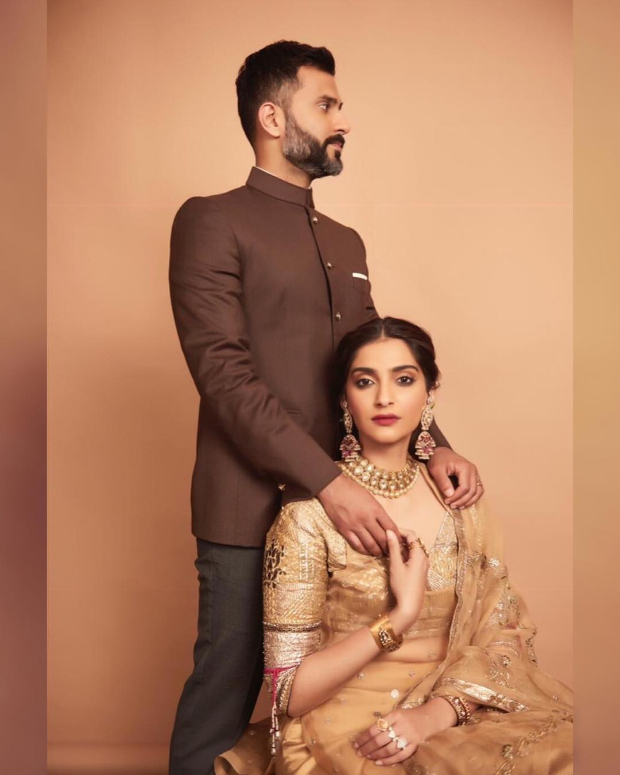Sonam Kapoor Ahuja in Good Earth Couture for a mehendi ceremony (1)Sonam Kapoor Ahuja in Good Earth Couture for a mehendi ceremony (1)Sonam Kapoor Ahuja in Good Earth Couture for a mehendi ceremony (1)