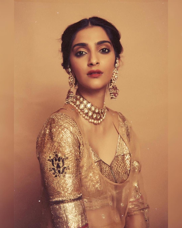 Sonam Kapoor Ahuja in Good Earth Couture for a mehendi ceremony (3)