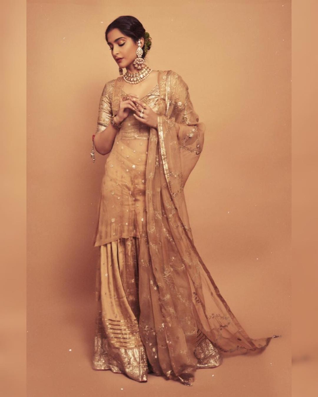 Sonam Kapoor Ahuja in Good Earth Couture for a mehendi ceremony (4)