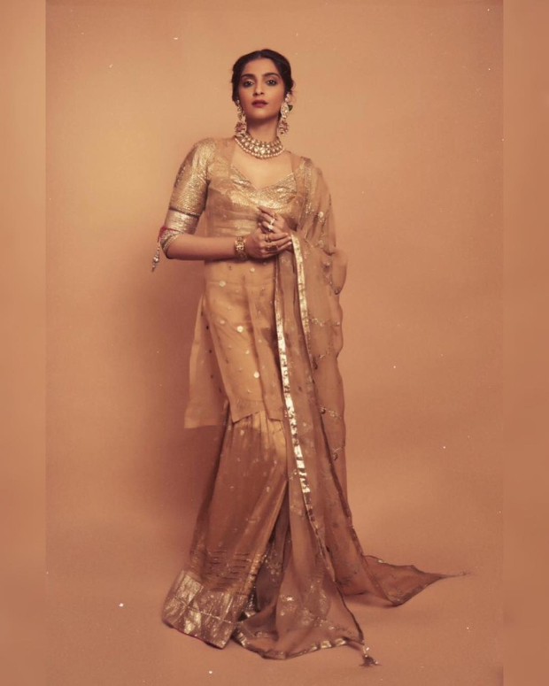 Sonam Kapoor Ahuja in Good Earth Couture for a mehendi ceremony (5)