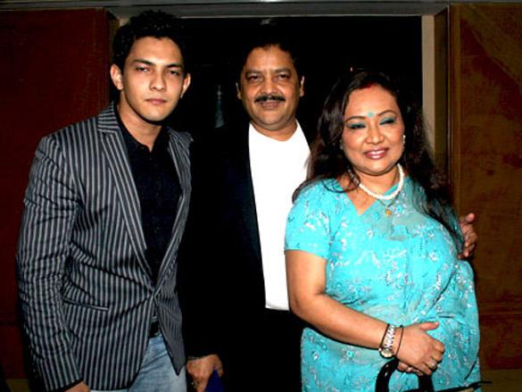 Lyricist Sameer's daughter Sanchita and Abhishek's wedding | Photo Of  Aditya Narayan,Udit Narayan From The Lyricist Sameer's daughter Sanchita  and Abhishek's wedding Images - Bollywood Hungama