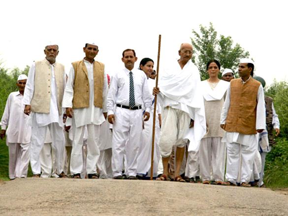 On The Sets Of Gandhi To Hitler