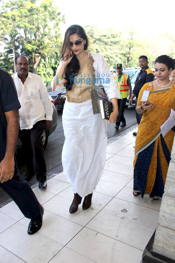 Aditya Roy Kapur, Sonam Kapoor & others snapped at the domestic airport
