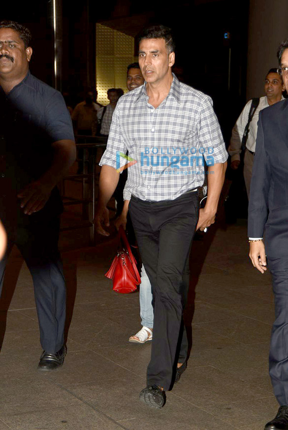 Akshay Kumar returns from Hyderabad