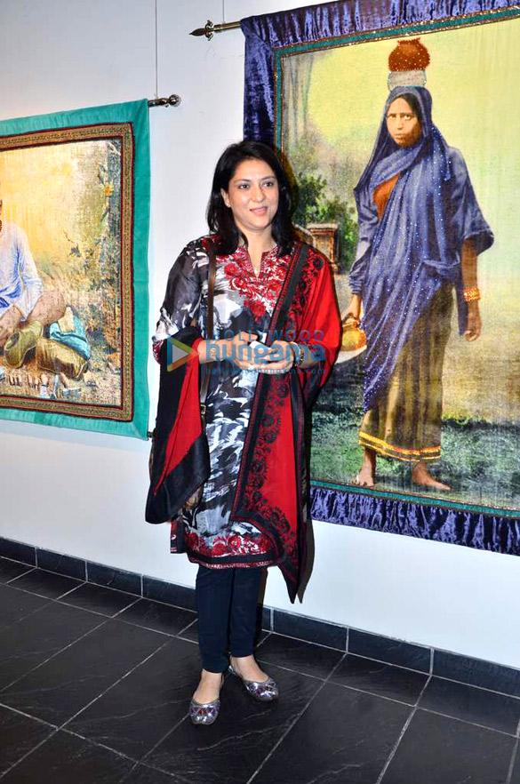 Om Puri & Javed Akhtar at Devangana Kumar's exhibition
