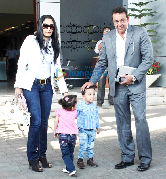 Sanjay Dutt spotted with Manyata, Shahraan Dutt & Iqra Dutt