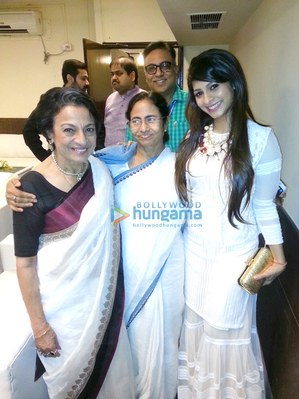 Tanisha Mukherjee and Tanuja attend the 20th Kolkata International Film Festival