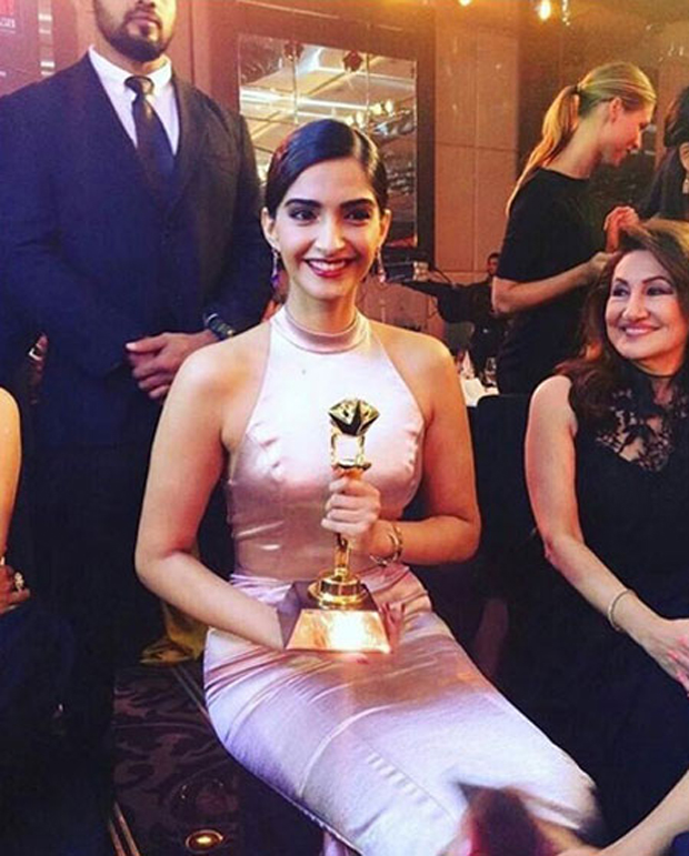 Sonam Kapoor's special message for Bhanot family after winning Best actress award
