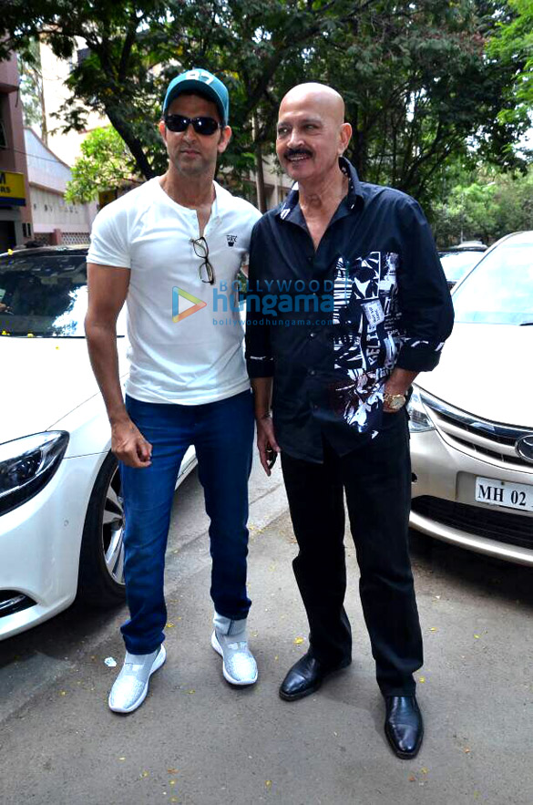 Hrithik Roshan snapped with family celebrating Mother's Day