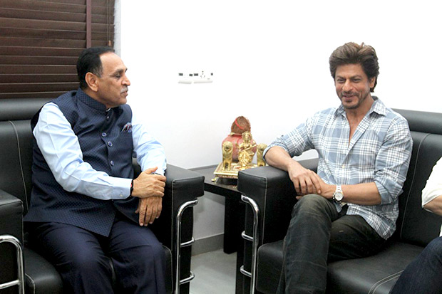 Shah Rukh Khan met up with Gujarat's Chief Minister recently. Here's why!1