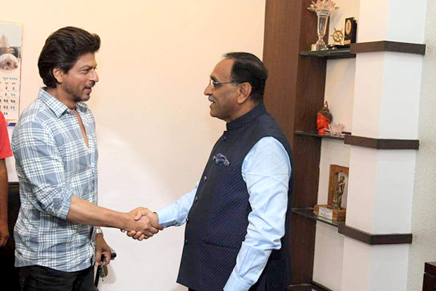 Shah Rukh Khan met up with Gujarat's Chief Minister recently. Here's why!2