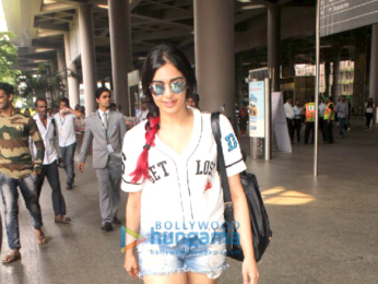 Sidharth Malhotra, Kriti Sanon , Rishi Kapoor and others snapped at the airport