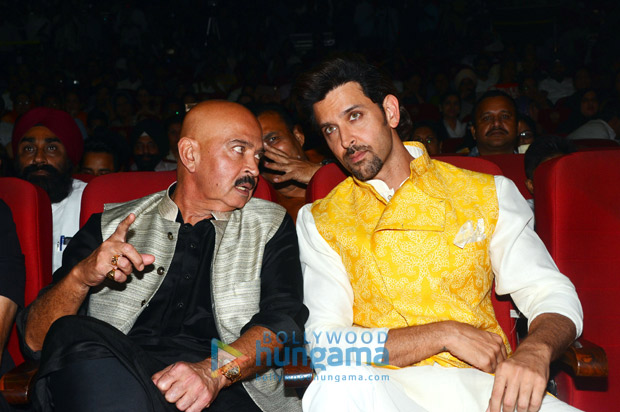 Check out Hrithik Roshan and Rakesh Roshan pay tribute to Bhagat Singh on his 110th birth anniversary1 (4)