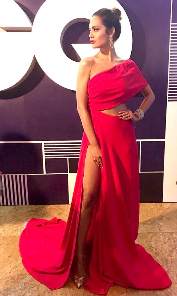 HOT! Esha Gupta sizzles at the GQ Awards 2017 (1)