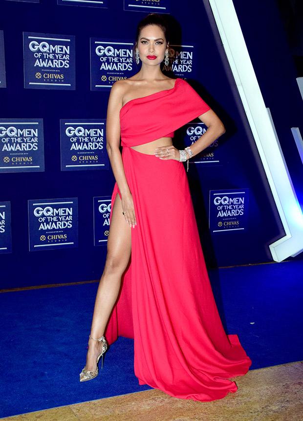 HOT! Esha Gupta sizzles at the GQ Awards 2017 (3)
